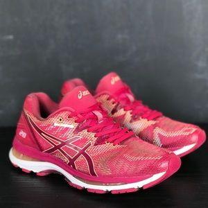 Woman's ASICS Gel-Nimbus 20 Running Sneakers